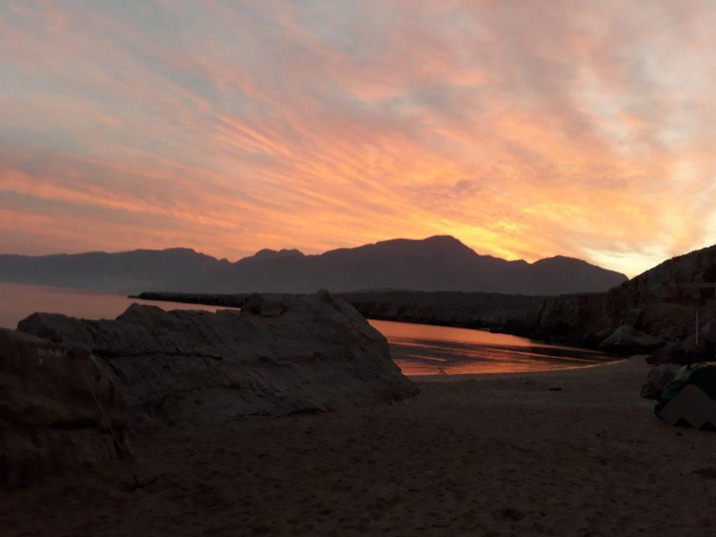 Campeggio in spiaggia di notte Khasab Musandam Crociere-17