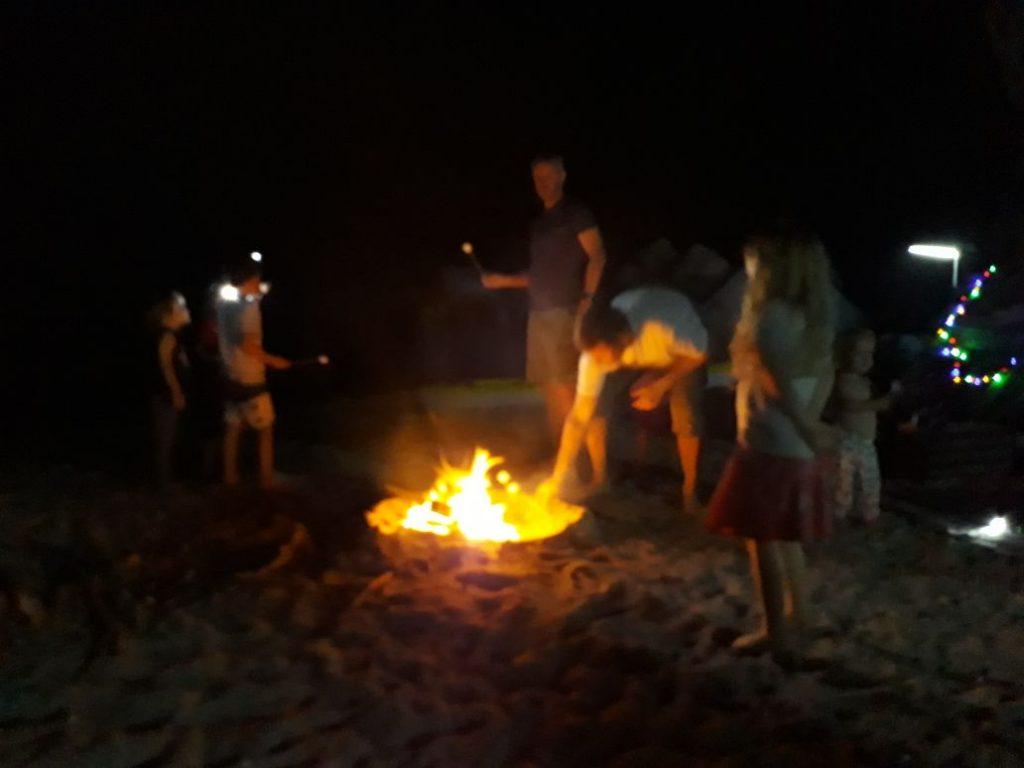 Campeggio in spiaggia di notte Khasab Musandam Crociere-19