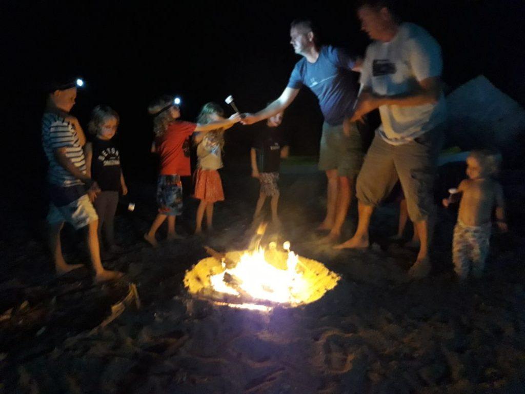 Campeggio in spiaggia di notte Khasab Musandam Crociere-21