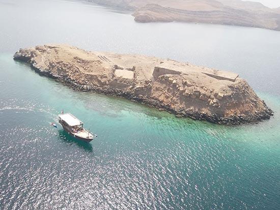 Durante la nostra crociera di un'intera giornata su dhow, saranno visitate le storiche isole di Telegraph e Seebi. Entrambe le isole hanno un'acqua cristallina ideale per lo snorkeling e il nuoto.