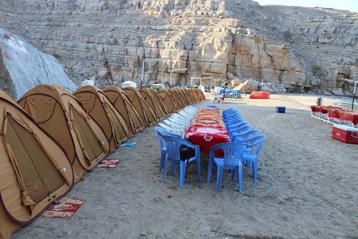 Trascorri una giornata all'insegna dell'avventura godendoti una crociera in dhow e una notte in campeggio su una delle più belle spiagge del Musandam. Pranzo delizioso a bordo del dhow, cena barbecue sulla spiaggia, una confortevole sistemazione per la notte e tutta la schietta ospitalità dell'Oman ti aspettano!